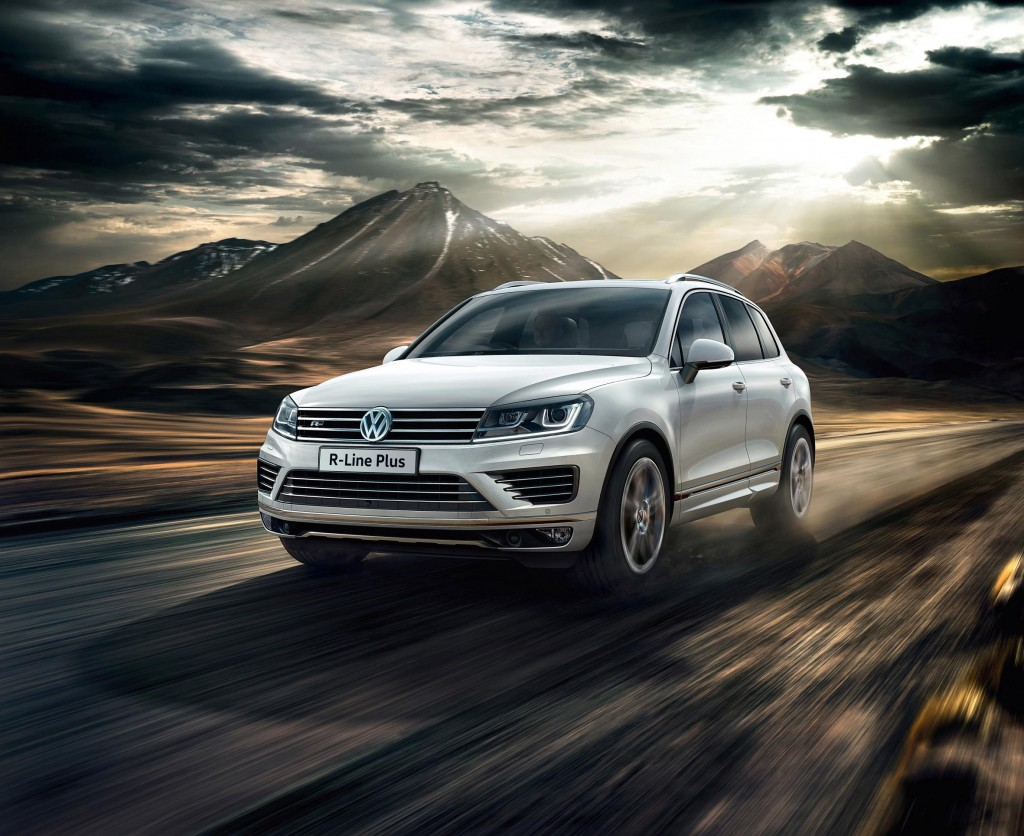 volkswagen touareg available in new r line plus trim 4x4 magazine. Black Bedroom Furniture Sets. Home Design Ideas