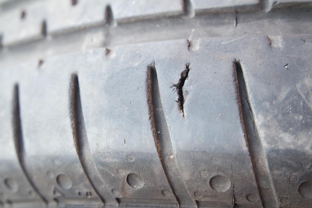 moss-tyres-cut-tread-sept-2016-mr