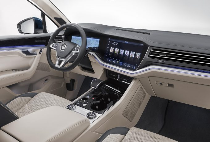 New Touareg – blue – interior (32)