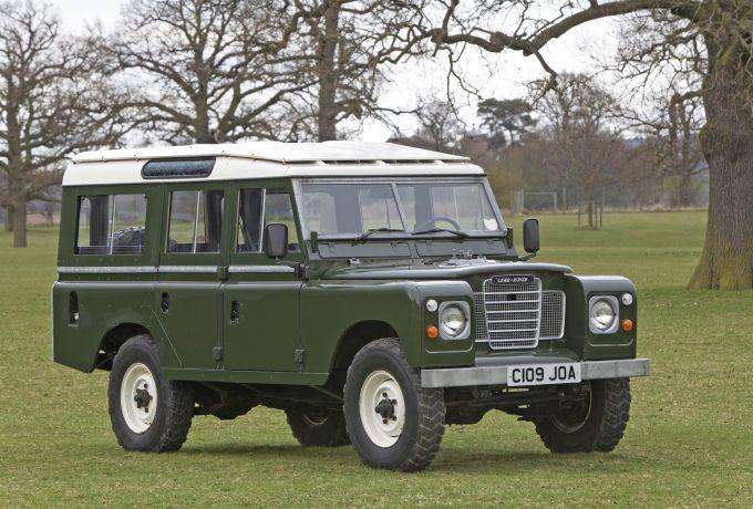 1986 Land Rover series III 109 SW last series model