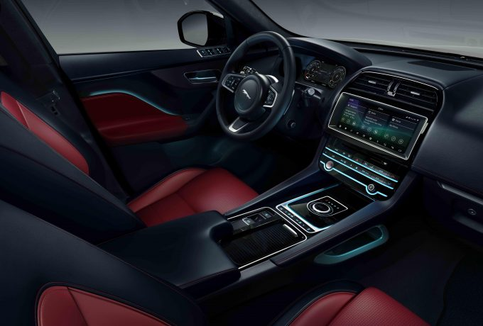Jag_F-PACE_20MY_Chequered_Flag_Interior_190319_012_DX