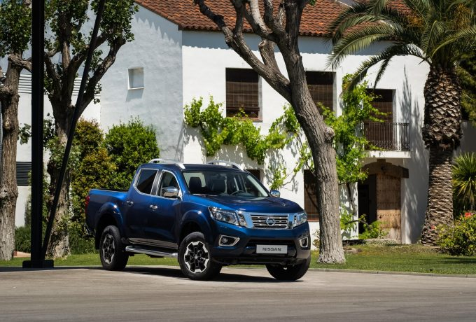 Nissan Navara Double Cab Blue – Front