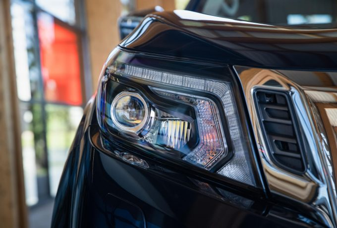 Nissan Navara Double Cab Blue – Front lights
