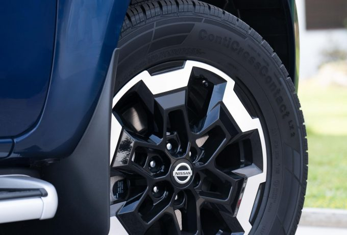 Nissan Navara Double Cab Blue – Front wheel