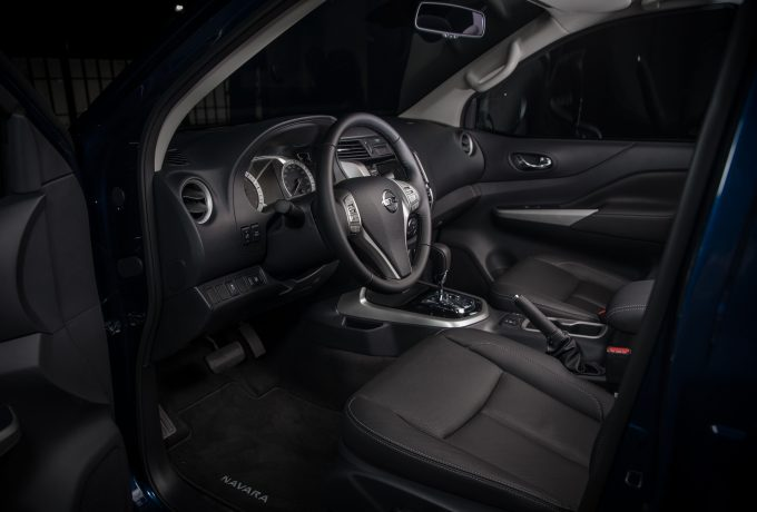 Nissan Navara Double Cab Blue – Interior 2