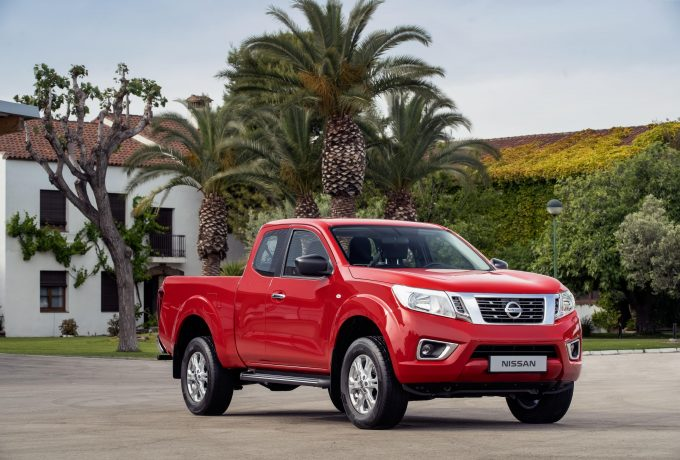 Nissan Navara King Cab Red – Front