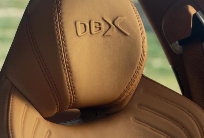 Aston Martin DBX_32